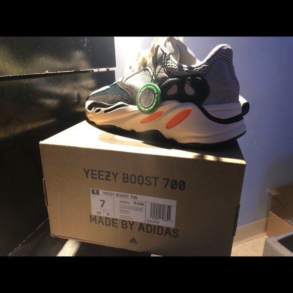 e3732aee254 Yeezy Boost 700 Wave Runner size 7